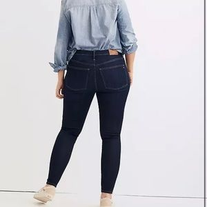 """Madewell Jeans 9"""" Mid Rise Skinny Button Fly Dark"""